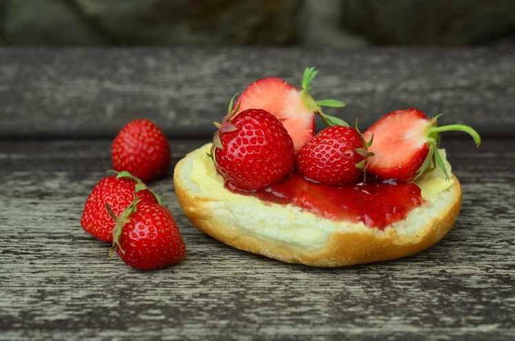 strawberries-strawberry-jam-jam-sandwich-sweet.jpg